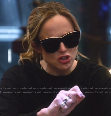 Sara's black square sunglasses on Legends of Tomorrow
