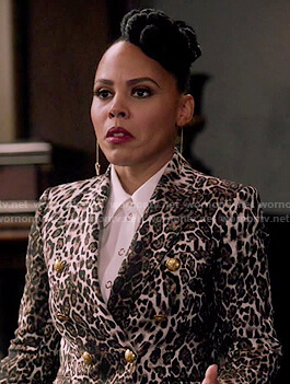 Tegan's double breasted leopard print blazer on How to Get Away with Murder