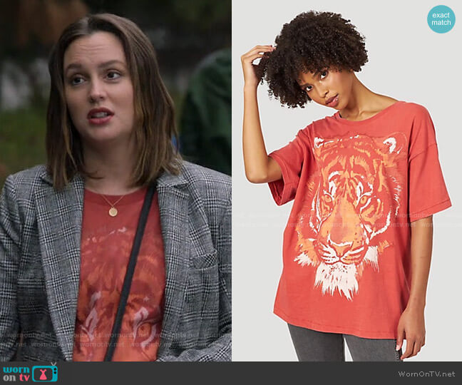 Oversized Tiger Tee by Wrangler worn by Angie (Leighton Meester) on Single Parents