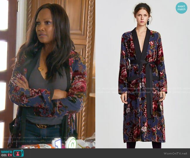 Contrasting Velvet Kimono by Zara worn by Garcelle Beauvais  on The Real Housewives of Beverly Hills