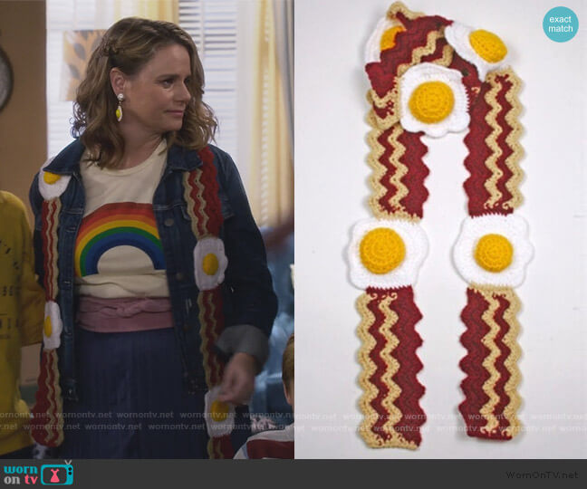 Bacon and Eggs Scarf by DesignsbyDoodles at Etsy worn by Kimmy Gibbler (Andrea Barber) on Fuller House