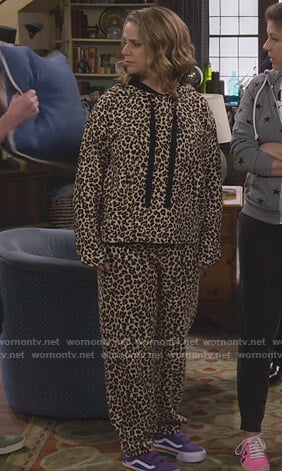 Kimmy's leopard hooded sweatshirt on Fuller House