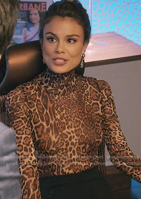 Noa's leopard turtleneck top on The Baker and the Beauty