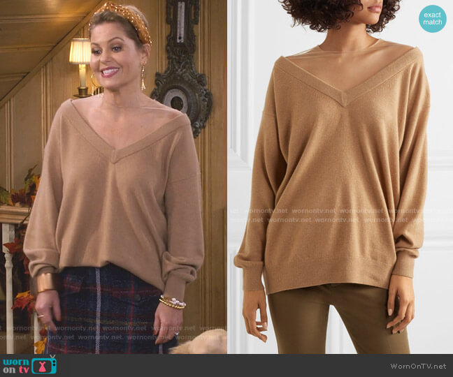 Oversized Sweater by Alexander Wang worn by DJ Tanner-Fuller (Candace Cameron Bure) on Fuller House