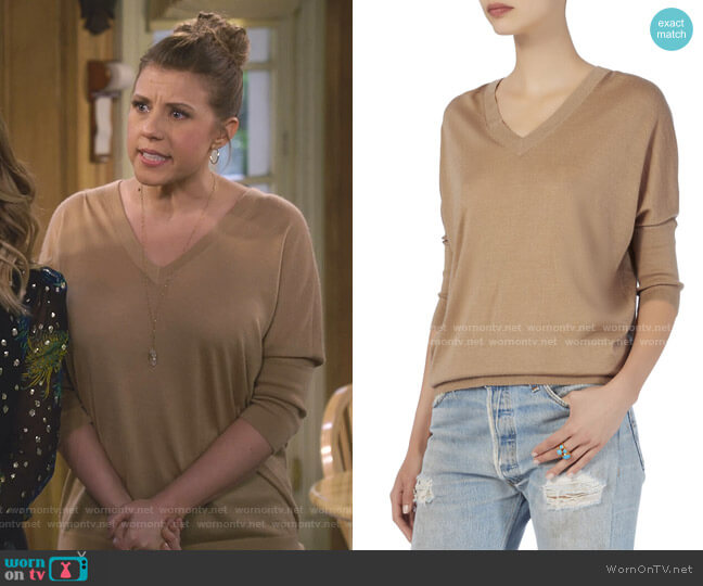 Enzyme Cashmere Sweater by Derek Lam worn by Stephanie Tanner (Jodie Sweetin) on Fuller House