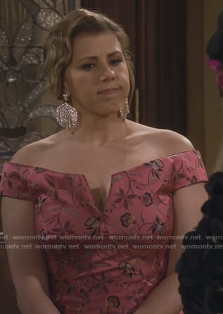 Stephanie's pink floral off shoulder dress on Fuller House