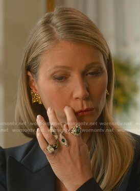 Georgina's emerald snake head ring on The Politician