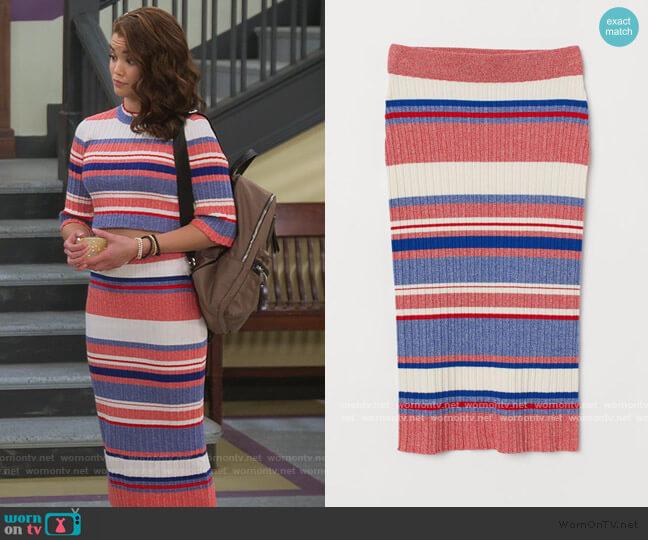 Rib-knit Skirt by H&M worn by Alexa Mendoza (Paris Berelc) on Alexa & Katie