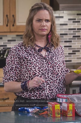 Kimmy's white leopard print shirt on Fuller House