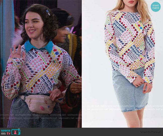Susan Alexandra printed Sweatshirt by Champion worn by Hannah (Merit Leighton) on Alexa & Katie