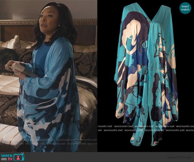 Blue Graffiti Kimono by Cedric Brown Collection worn by Lady Mae Greenleaf (Lynn Whitfield) on Greenleaf
