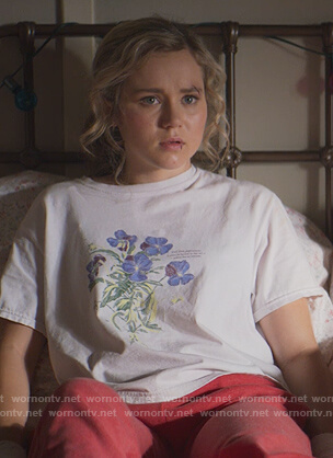 Courtney's white floral print tee on Stargirl