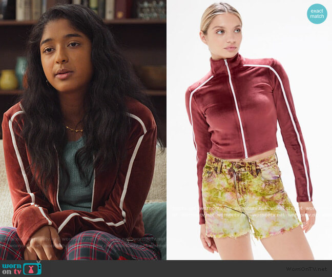 Jerri Velour Zip-Up Cropped Jacket by Urban Outfitters worn by Devi Vishwakumar (Maitreyi Ramakrishnan) on Never Have I Ever