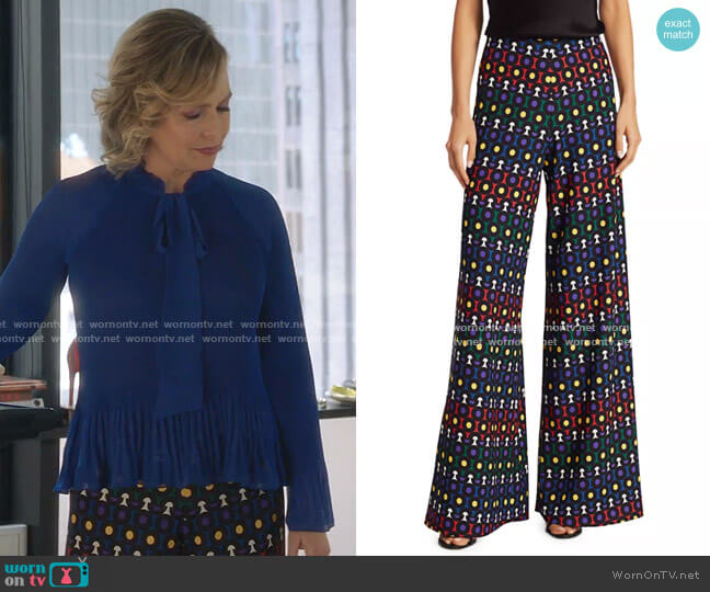 Athena Printed Wide-Leg Pants by Alice + Olivia worn by Jacqueline (Melora Hardin) on The Bold Type