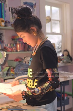 Claudia's black graphic print top and tee on The Baby-Sitters Club