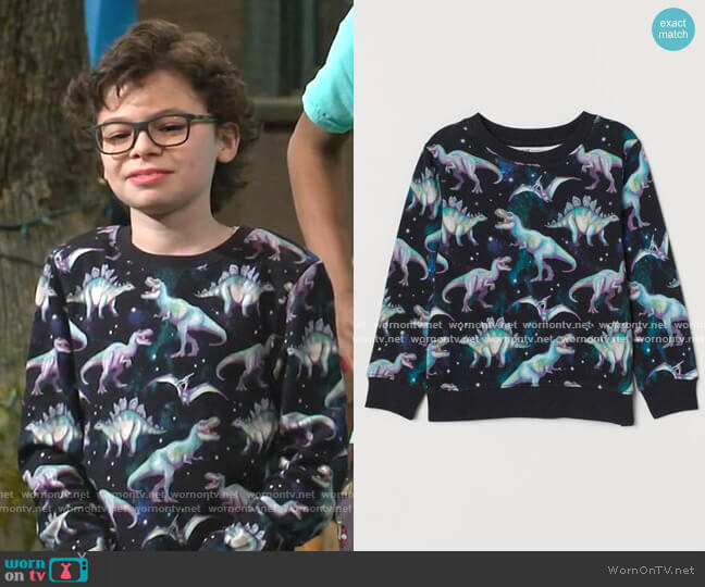 Sweatshirt with Motif by H&M worn by Matteo Silva (Raphael Alejandro) on Bunkd
