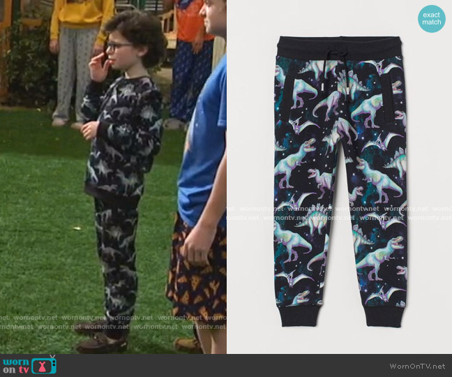 Cotton Joggers by H&M worn by Matteo Silva (Raphael Alejandro) on Bunkd