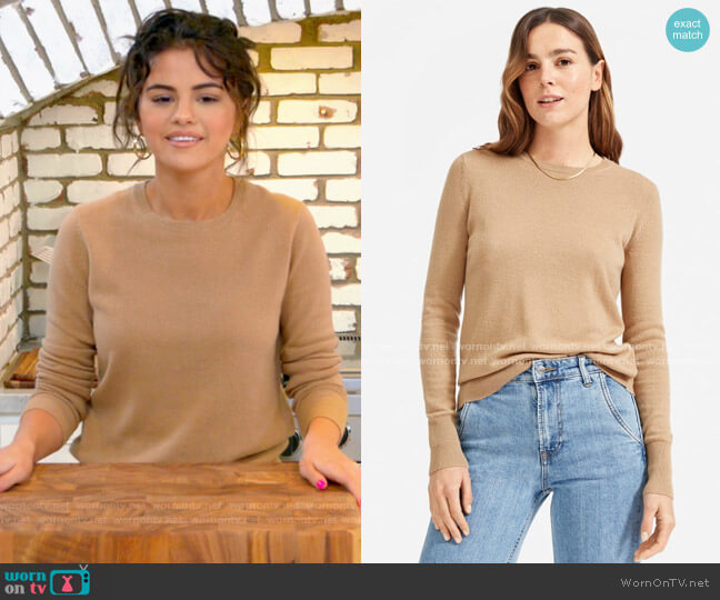 Everlane The Cashmere Crew in Camel worn by Selena Gomez  on Selena + Chef