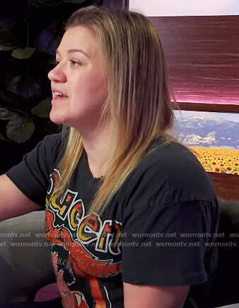 Kelly's Queen graphic tee on The Kelly Clarkson Show