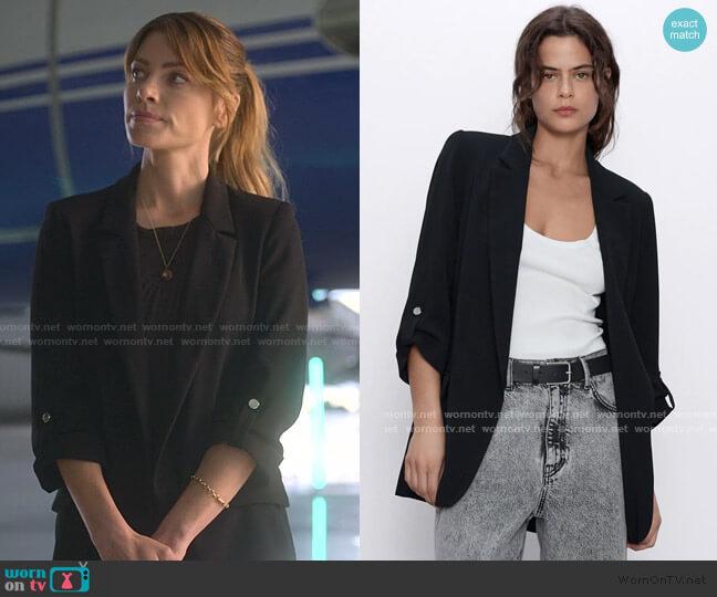 Blazer with Roll Up Sleeves by Zara worn by Chloe Decker (Lauren German) on Lucifer