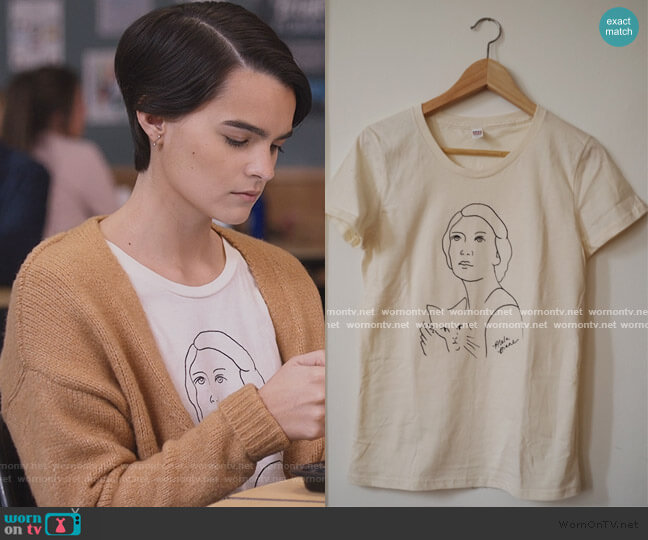 Self Portrait T-shirt by Alela Diane worn by Elodie Davis (Brianna Hildebrand) on Trinkets