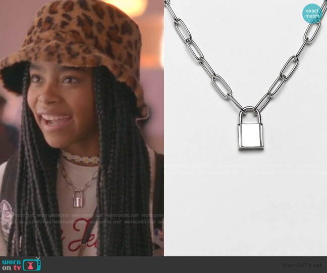 Necklace with Hardware Chain and Padlock by Asos worn by Flynn (Jadah Marie) on Julie & the Phantoms