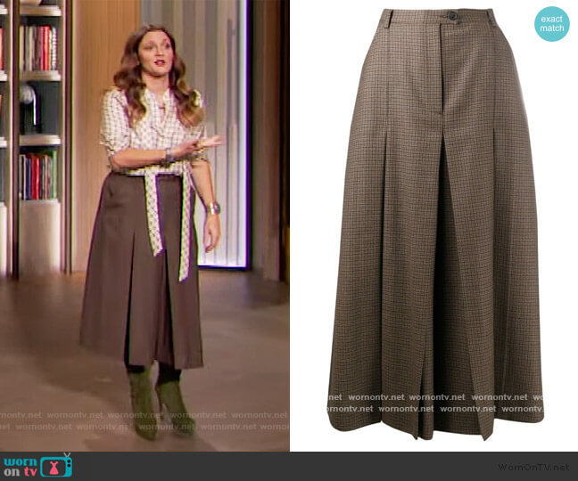 check pleated mid-length skirt by Maison Margiela worn by Drew Barrymore  on The Drew Barrymore Show