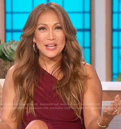 Carrie's maroon one shoulder dress on The Talk