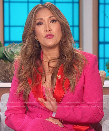 Carrie's pink colorblock blazer on The Talk