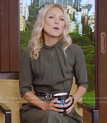 Kelly's green keyhole dress on Live with Kelly and Ryan