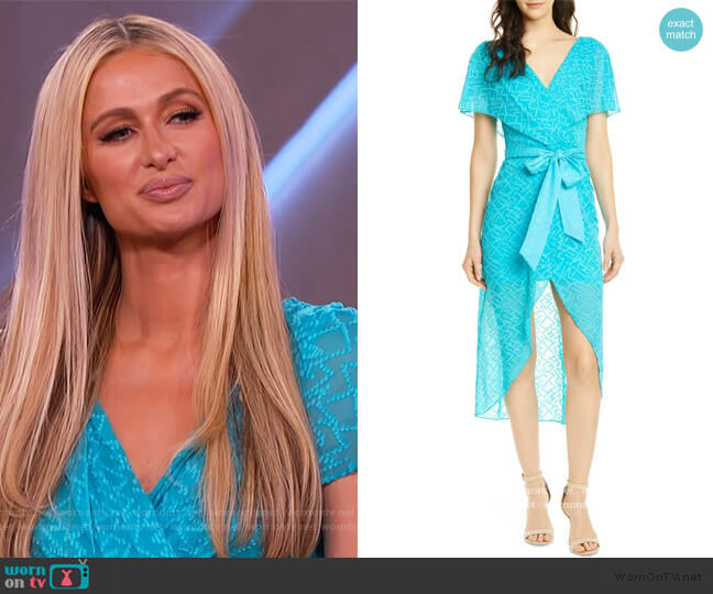 Darva Faux Wrap Party Dress by Alice + Olivia worn by Paris Hilton on The Kelly Clarkson Show