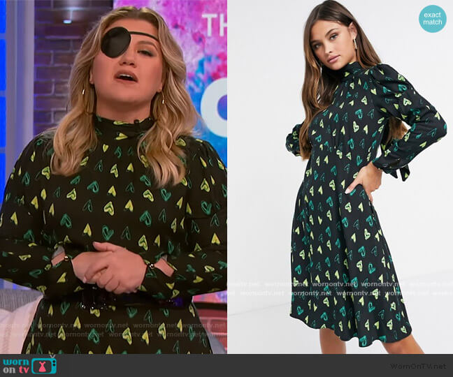 Closet London long sleeve high neck mini dress in heart print by ASOS worn by Kelly Clarkson  on The Kelly Clarkson Show