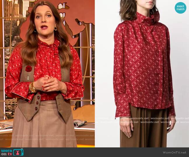 Karligraphy motif foulard collar blouse by Fendi worn by Drew Barrymore  on The Drew Barrymore Show