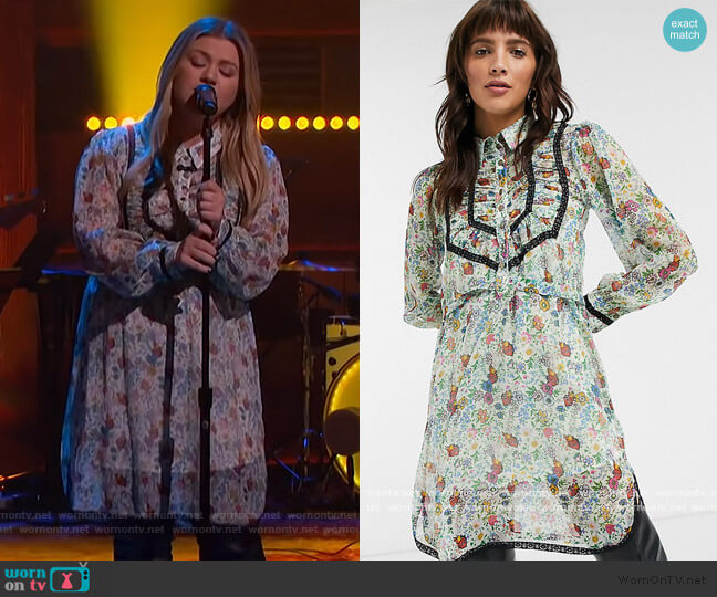 IDOL shirt dress with ruffle detail in floral print by Topshop worn by Kelly Clarkson  on The Kelly Clarkson Show