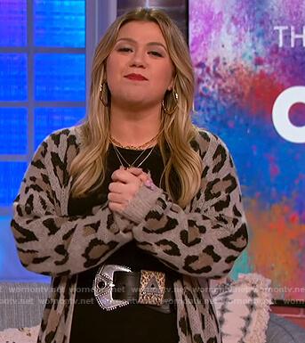 Kelly's leopard beige cardigan on The Kelly Clarkson Show