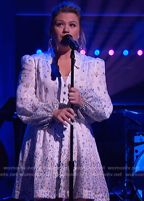 Kelly's white floral dress on The Kelly Clarkson Show