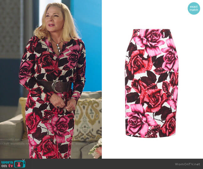 Prada Floral-Print Crepe Skirt worn by Margaret Monreaux (Kim Cattrall) on Filthy Rich