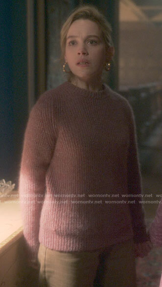 Dani's pink ribbed sweater on The Haunting of Bly Manor