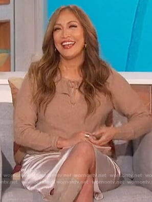 Carrie's beige tie neck sweater on The Talk