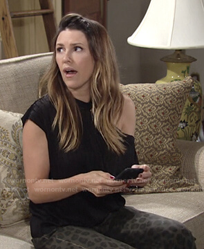Chloe's black top and leopard jeans on The Young and the Restless
