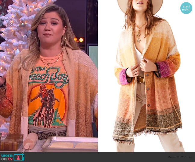 Sunset Park Cardigan by Free People worn by Kelly Clarkson  on The Kelly Clarkson Show