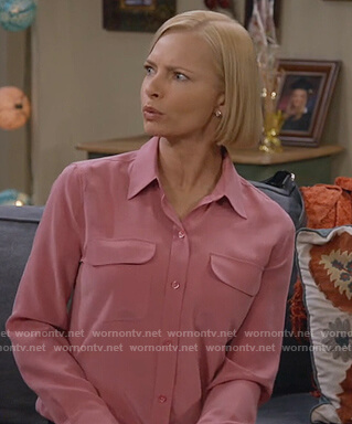 Jill's pink shirt with pockets on Mom