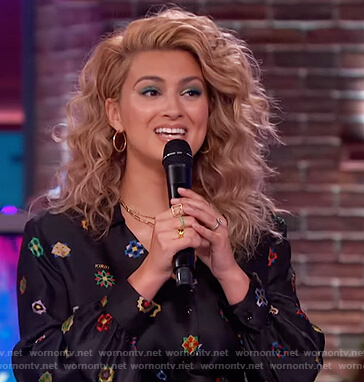 Tori Kelly's black printed jumpsuit on The Kelly Clarkson Show