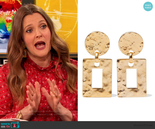 Hammered 24-karat gold-plated clip earrings by Ben-Amun worn by Drew Barrymore  on The Drew Barrymore Show