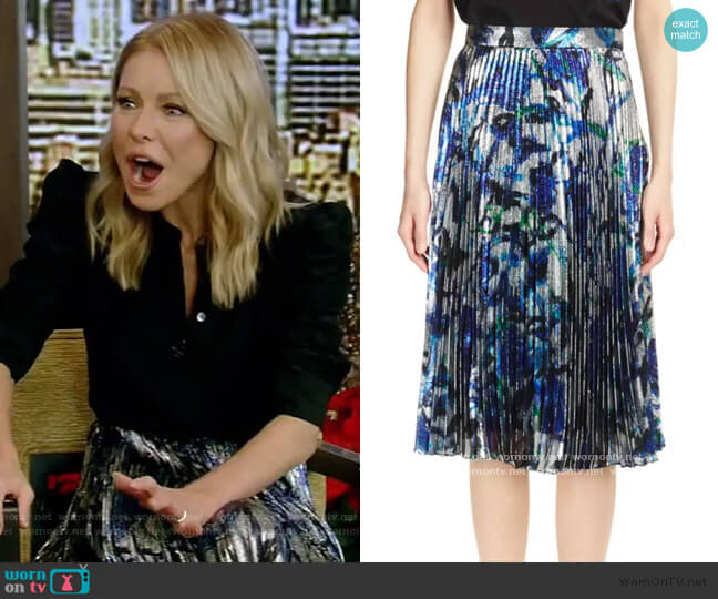 lamé pleated skirt by Christopher Kane worn by Kelly Ripa  on Live with Kelly & Ryan