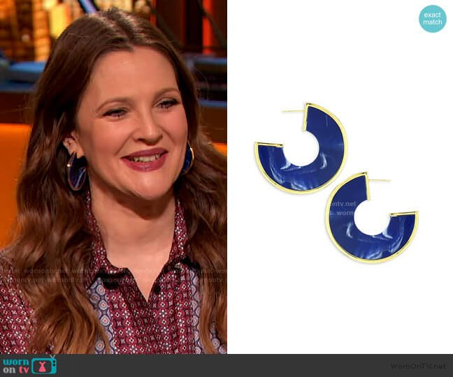 Aria Hoop Earrings by Cult Gaia worn by Drew Barrymore  on The Drew Barrymore Show