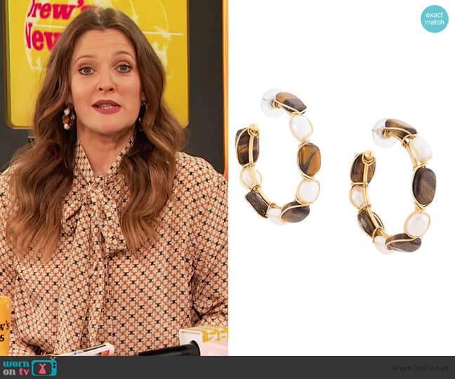 tiger eye and gem earrings by Oscar de la renta worn by Drew Barrymore  on The Drew Barrymore Show