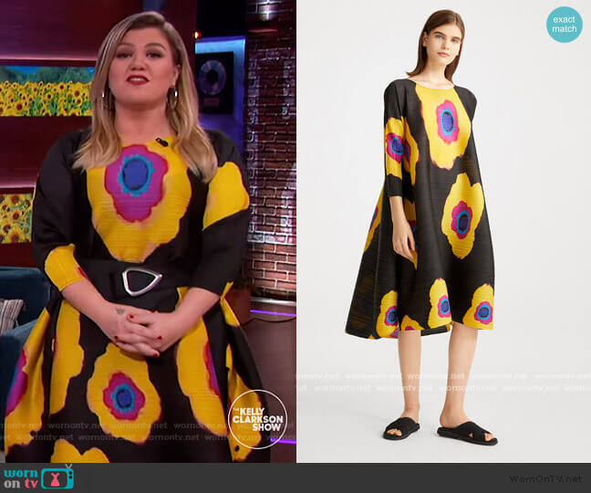 Bloom Dress by Pleats Please Issey Miyake worn by Kelly Clarkson  on The Kelly Clarkson Show