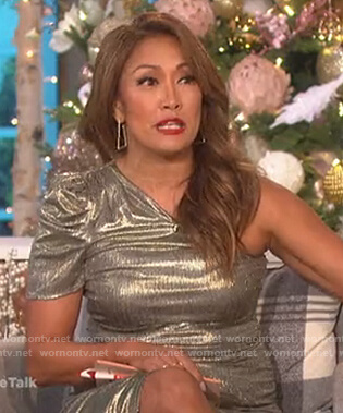 Carrie's metallic one shoulder dress on The Talk