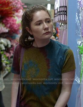 Debbie's tie dye tee on Shameless
